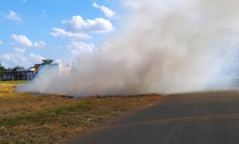Incêndio criminoso é flagrado em terreno próximo ao Senai