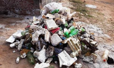 Saema retira lixos das margens da represa Sobradinho
